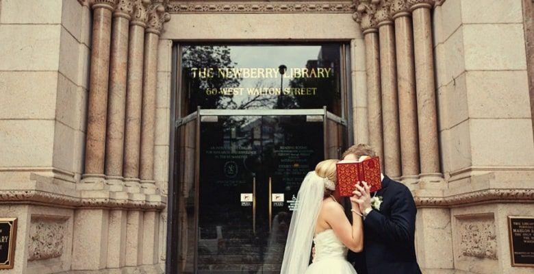 Recién casados en la puerta The Newberry Library