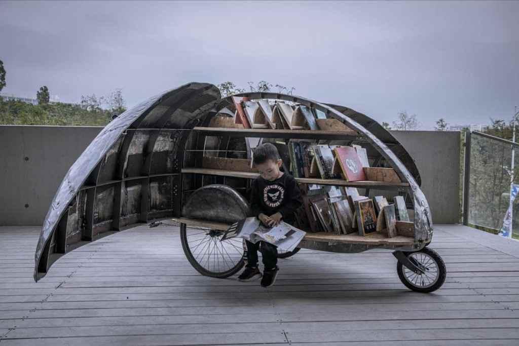 Shared Lady Beetle Minibiblioteca en bicicleta triciclo con forma de escarabajo 2