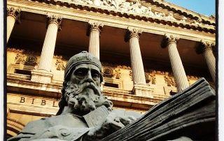 Entrada a la Biblioteca Nacional de España