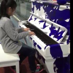 林秉蓁_出國機場即興彈琴,喜歡享愛音樂的感覺