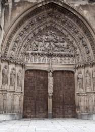 León. Puerta lateral de la catedral