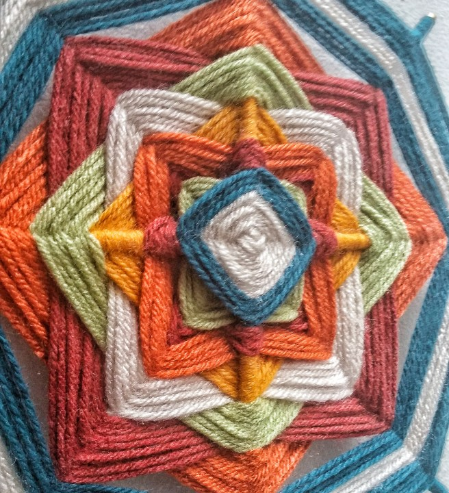 close up ojo de dios diy yarn mandala craft