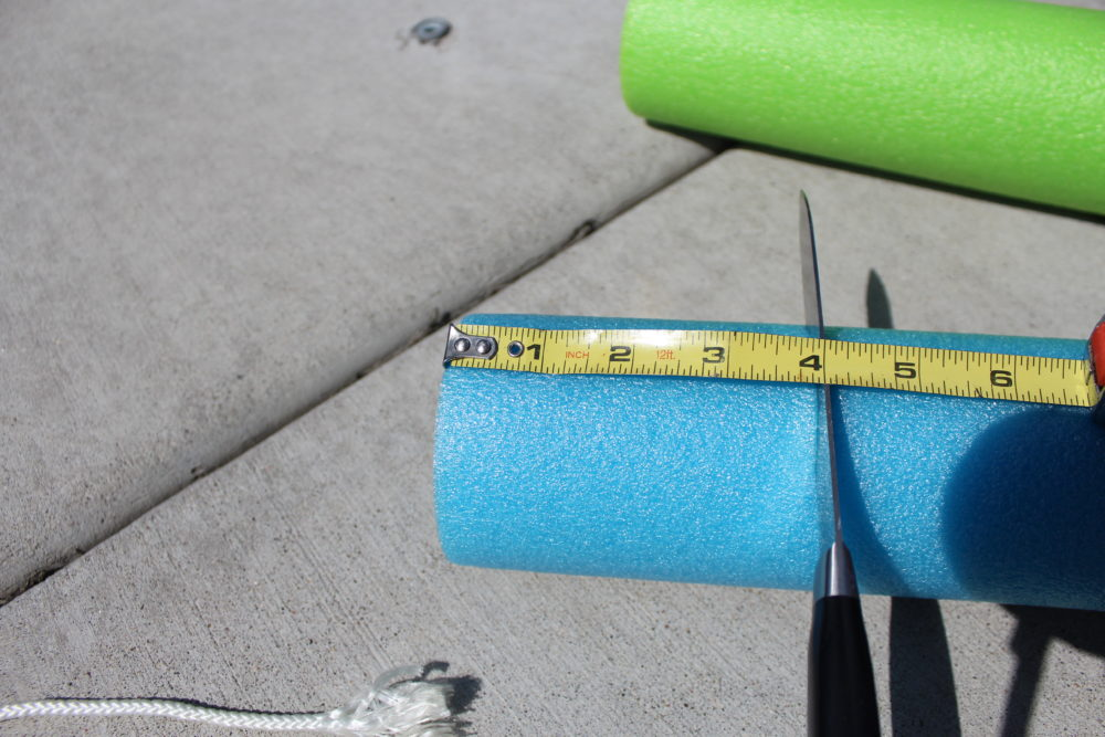 Cut pool noodle into 4-inch sections.