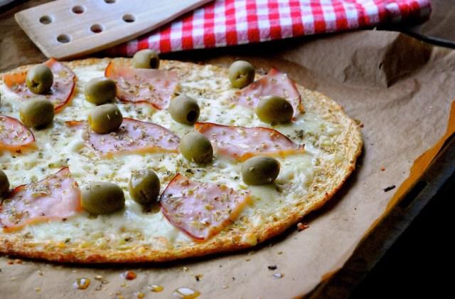 blomkålspizza opskrift frisk fra ovnen