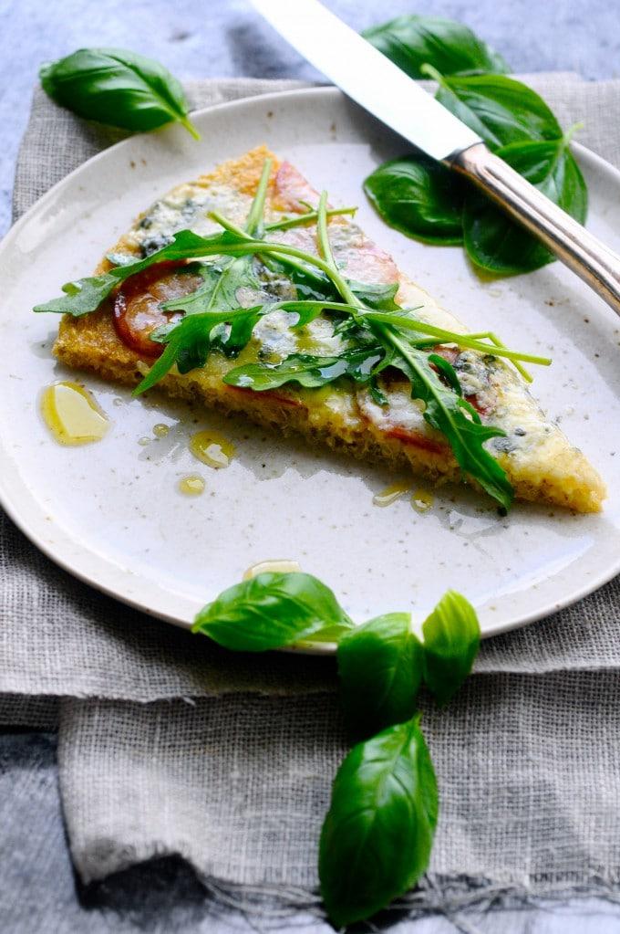 Glutenfri pizza med quinoa og chilipølse   www.juliekarla.dk