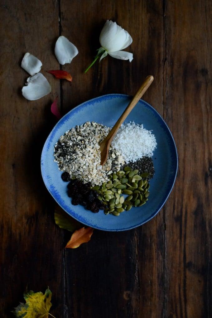 Ingredienserne til min morgenmad med havregryn og kokosmælk