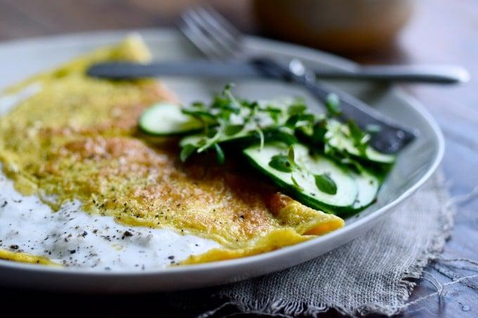 Omelet til morgenmad med burrata af julie karla