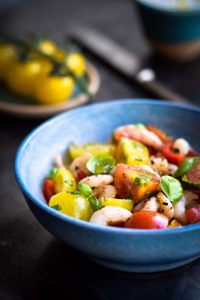 Sund rejesalat med tomater og spicy citrondressing