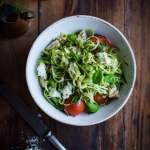Caprese salat med kylling og squashspaghetti