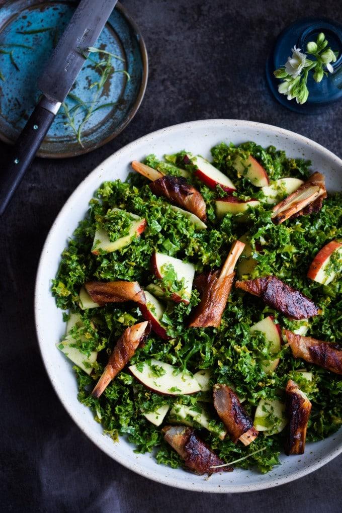 Salat med skorzoneroedder