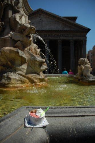 Crème glacée devant le Panthéon