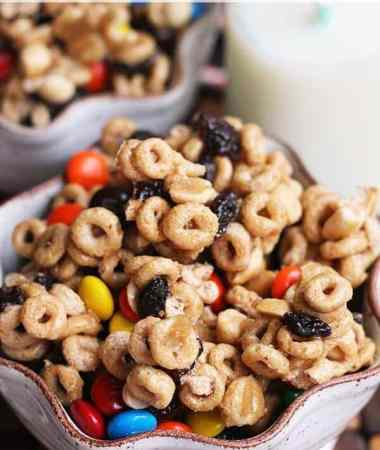 Cheerios Snack Mix ~ Easy, Sweet & Delicious Snack Mix Stuffed with Cheerios, Peanuts, Raisins & M&M's!
