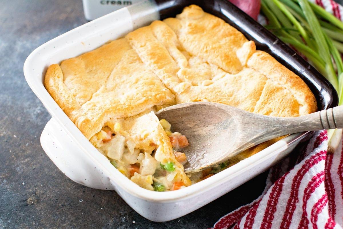 Easy Chicken Pot Pie Casserole Julie S Eats Amp Treats