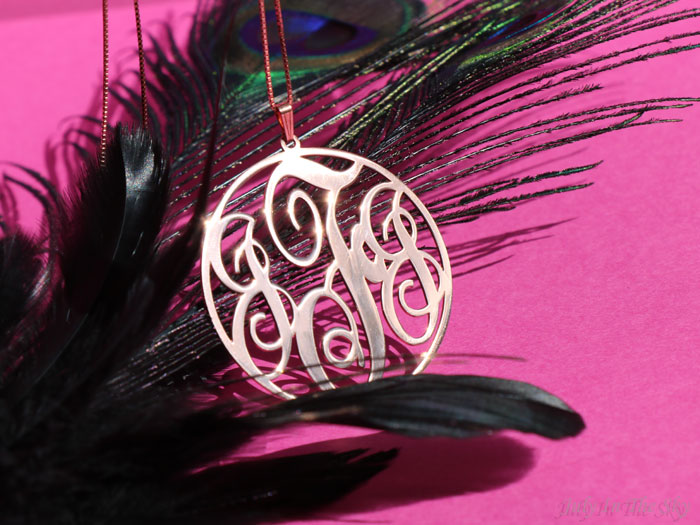 blog beaité bijoux O'Neclace collier pendentif or rose monogramme circulaire