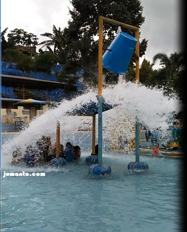 ember tumpah kolam renang butterfly lampung
