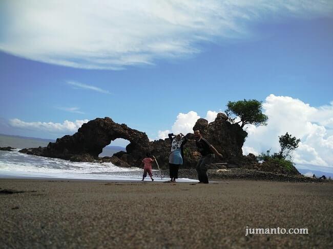 pantai karang bolong tanggamus