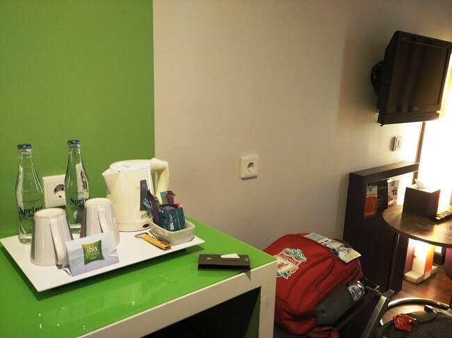 fasilitas kamar ibis styles hotel denpasar