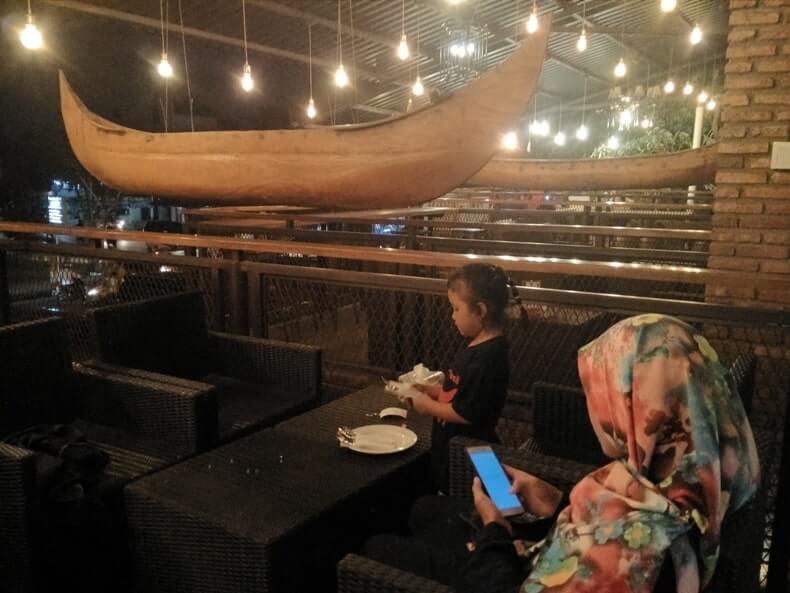 fasilitas woodstairs cafe