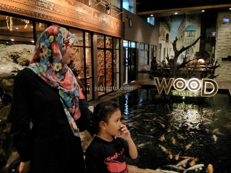 woodstairs tempat makan di bandar lampung