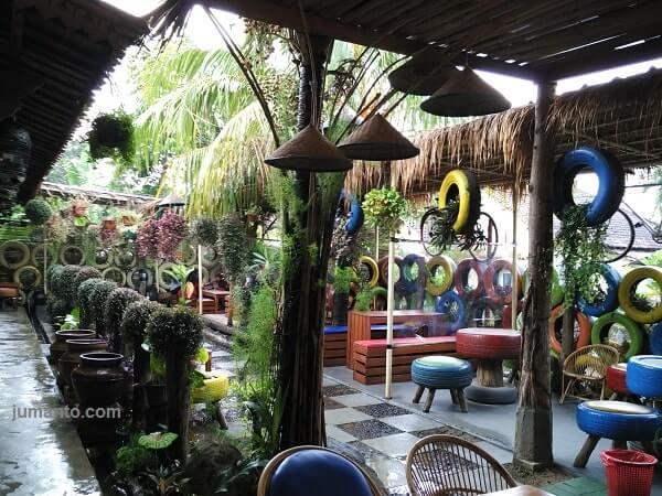 foto tempat makan waroeng djoglo lampung