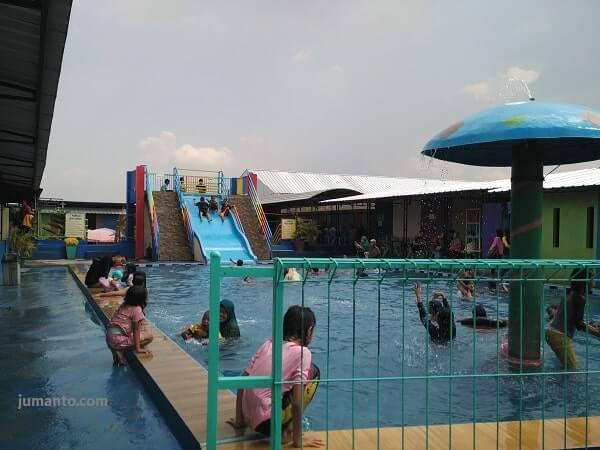 kolam renang dewasa di dua putri natar