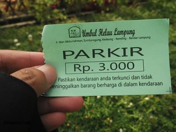 selain harga tiket masuk umbul helau lampung, ada biaya parkir juga