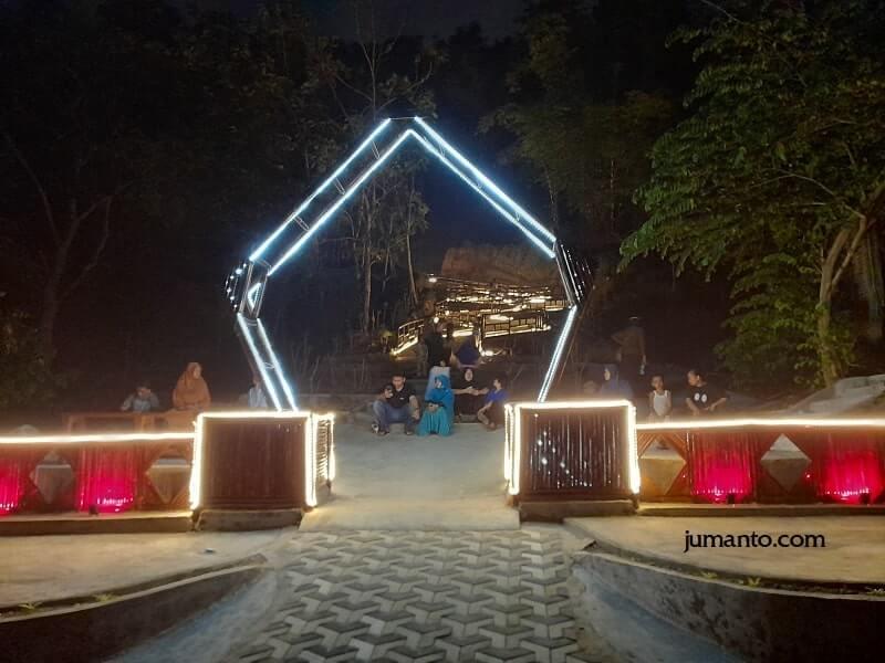 foto wisata seni lampung di malam hari