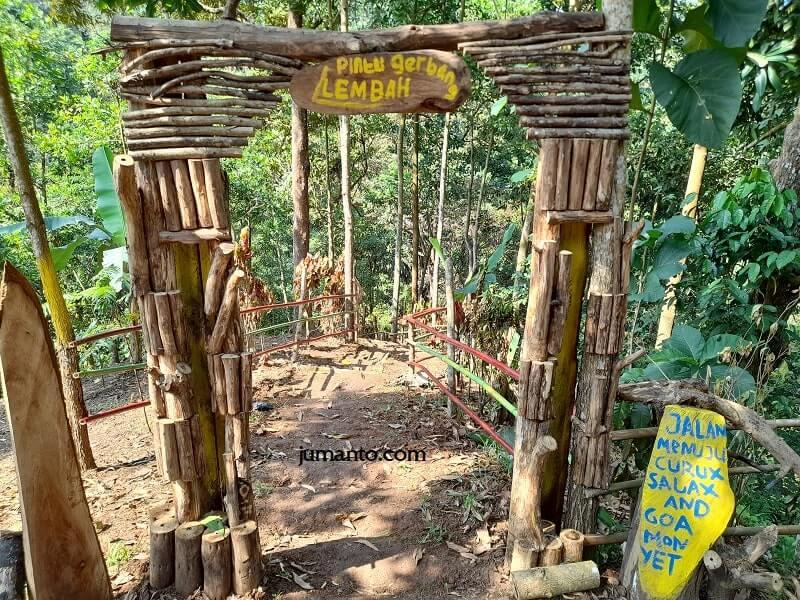 pintu gerbang ke curug lembah naga lampung