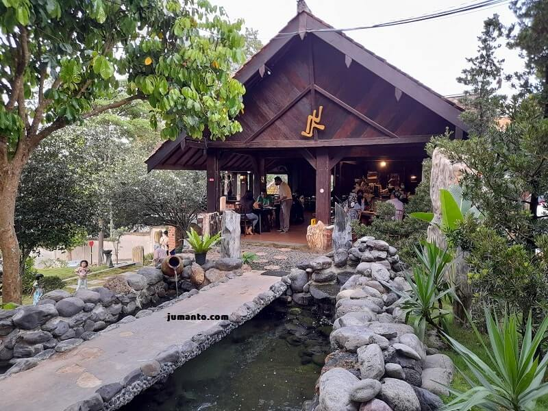 gambar tempat makan lembah batu heritage bandar lampung