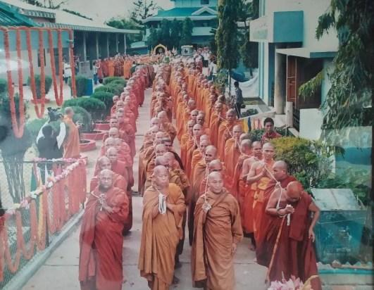 পরিনির্বাপিত বনভান্তের দেহধাতু পূজারবেদীতে সংরক্ষন করে রাখা আয়োজিত অনুষ্ঠানে, সুসজ্জিত পূজামন্ডপে ভান্তের দেহধাতু
