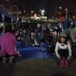 戸塚十ノ区あじさい公園で休憩する人たち