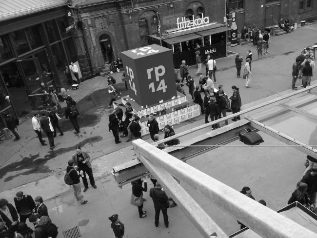 Hier sieht man den Hof der Station in Berlin, von oben fotografiert. Die re:publica hat hier stattgefunden.