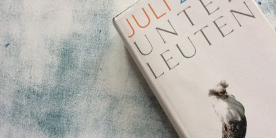 """Hier ist der Titel des Buches """"Unterleuten"""" von Juli Zeh zu sehen"""