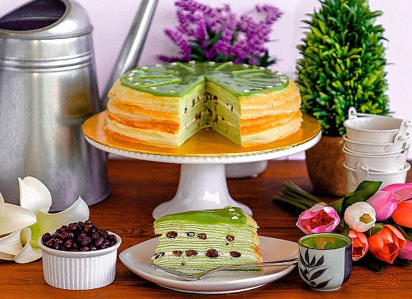 Front View_Green Tea & Red Bean Mille Crepe_Whole&Sliced