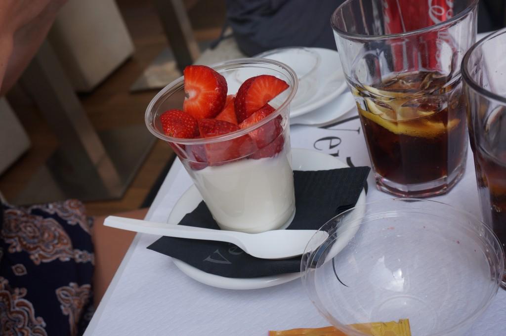 yoghurt met aardbeien