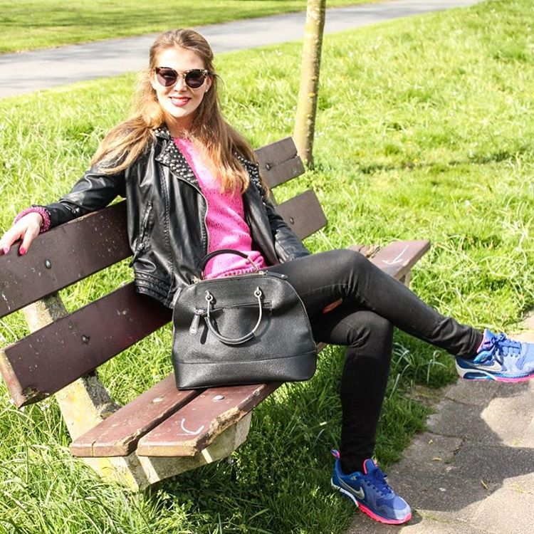 Totally love this outfit post from last year. I felt like a real DIVA  #blogger #shoot #diva #fun #black #pink #style #tb