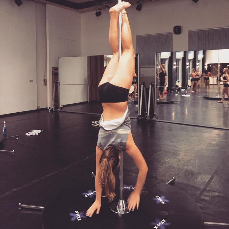 Hanging around  #poledance #monday #amersfoort #gymnastic #workout #trick #pole #eemklooster #adance #hanging #upsidedown #love