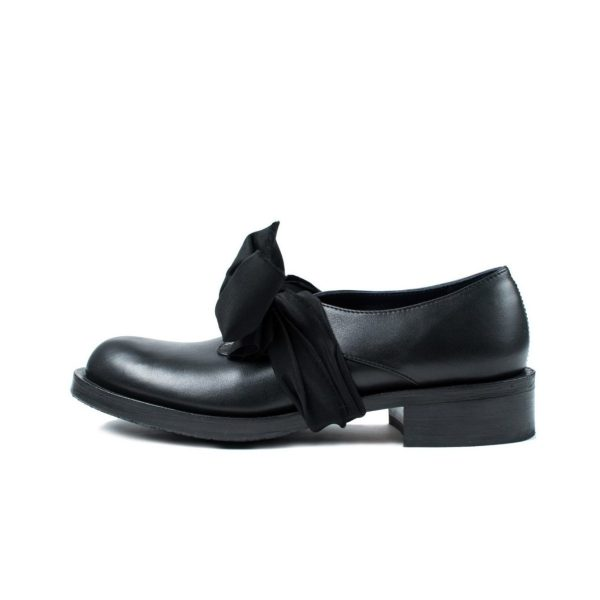 Leather shoes with massive sole by JUNE9
