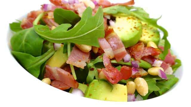 A crunchy fresh bacon salad with soft avocado, pine nuts and arugula salad! No need to tell you that this makes a great summer salad...
