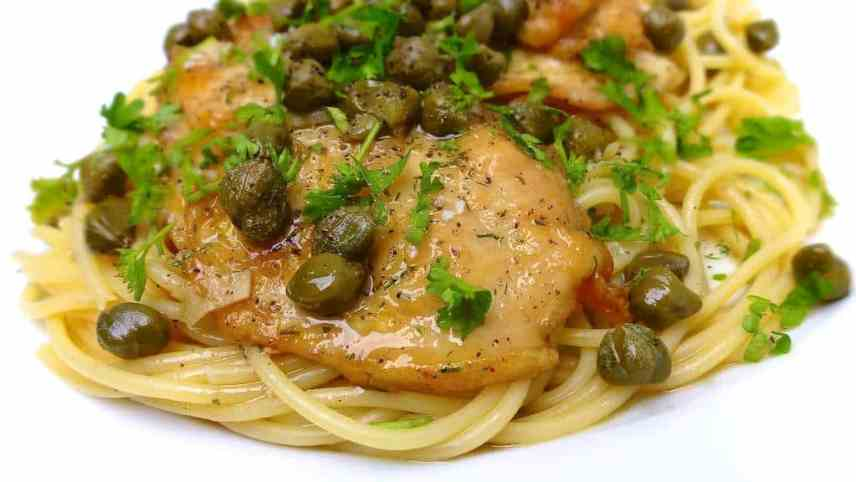 Chicken Piccata Recipe: chicken in lemon, white wine and caper sauce! Serve this dish with grilled bread or plain and simple: over al dente pasta...