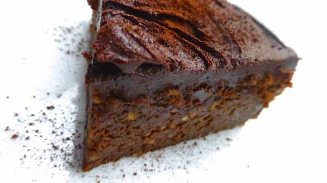 Look at this beauty... A delicious chocolate chestnut cake: a moist cake topped with chocolate ganache... What a great autumn treat!