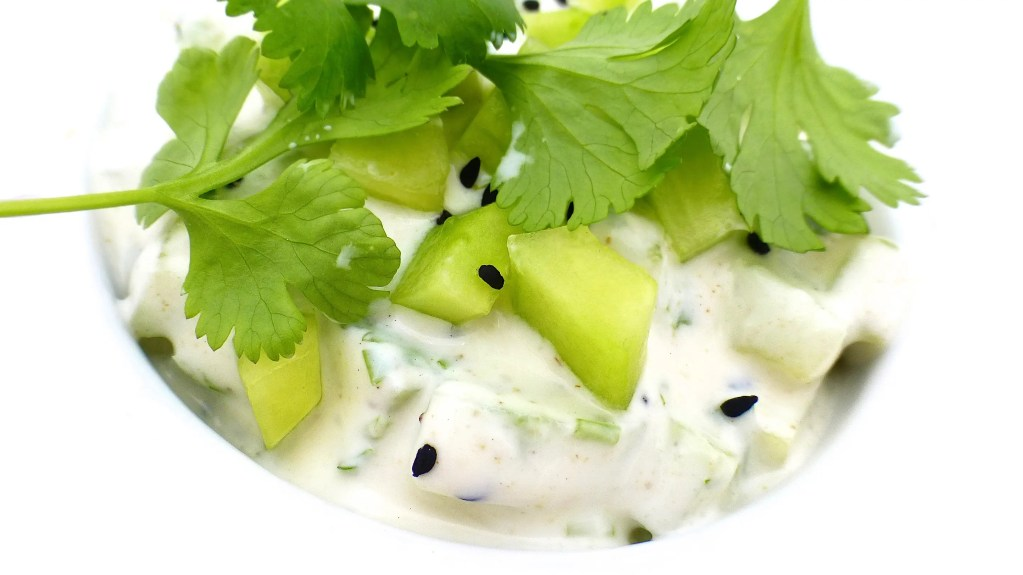 Here is my super fresh Indian cucumber raita: a refreshing dipping sauce or side dip for your next spicy Indian curry dinner!