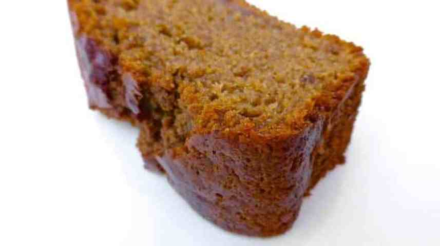 My sugary gingerbread cake recipe is great for breakfast or dessert! Fluffy cake with cinnamon, ginger, nutmeg and cloves...
