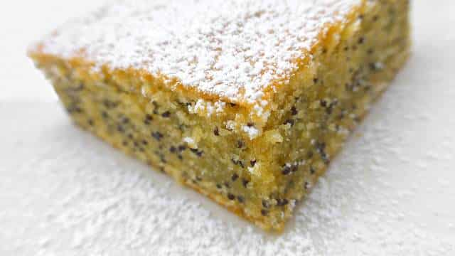 This poppy seed cake recipe never fails! I made it many times, especially for a cozy coffee or tea break in the afternoon...