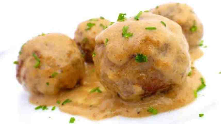 My classic Swedish meatball recipe: a bunch of super smooth meatballs in a creamy silky cream sauce... A traditional IKEA recipe!