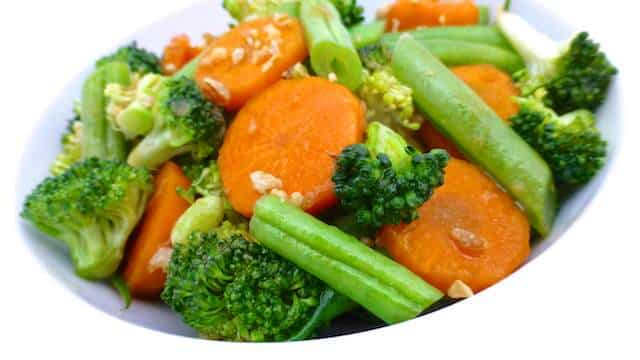 Crunchy stir fried vegetables in oyster sauce, an Asian classic side dish... And a highly addictive one, I'm warning you!