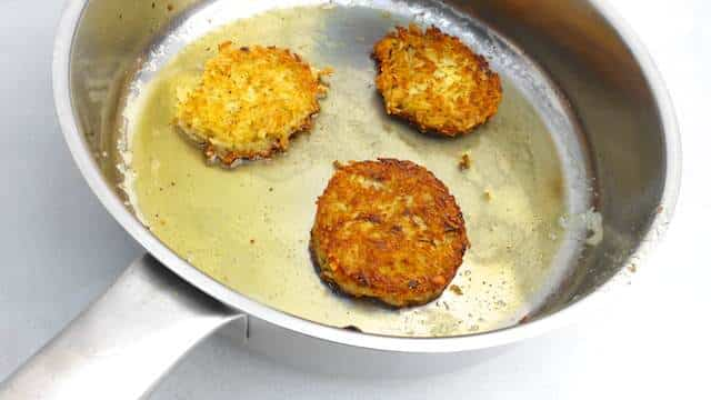 Rice Fritters Recipe: a great recipe to turn leftover cooked rice into veggie appetizers or even lunch! They remind me of my childhood.