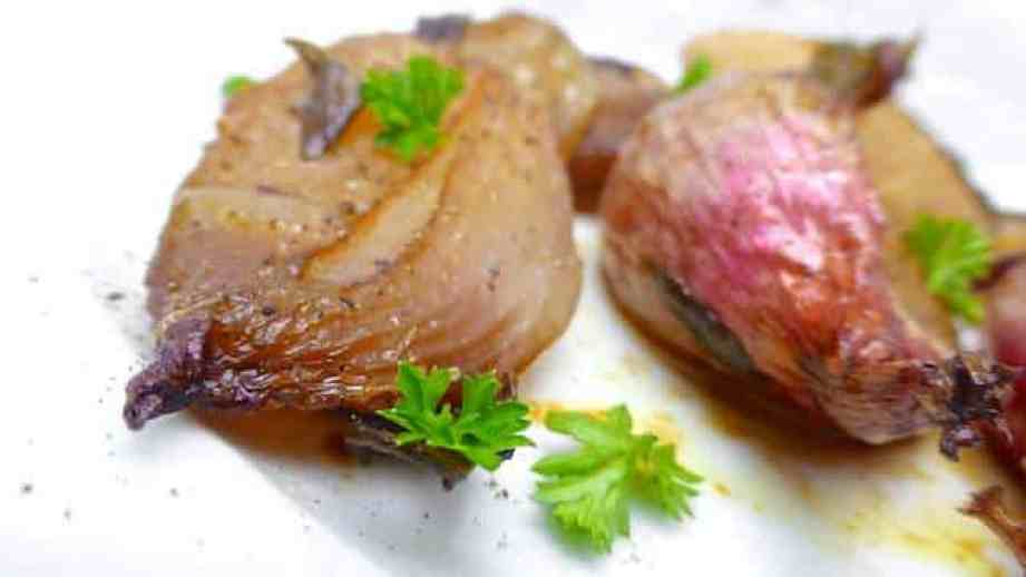 How sweet do these roasted shallots look? Incredibly sweet, that's what I think! These are a great side dish for lamb or steak!
