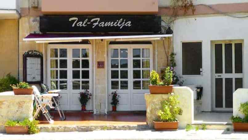 Sunday lunch at restaurant Tal Familja in Marsaskala (Malta)! Maltese classics on the menu: rabbit, seabream, ricotta stuffed ravioli and bigilla.