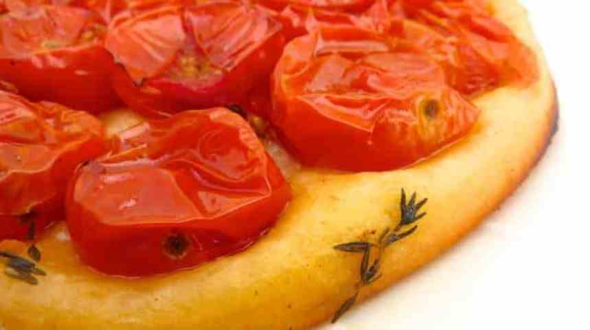 My savory tomato tart: a simple vegetable tarte tatin with cherry tomatoes! A playful twist on the classic apple dessert...